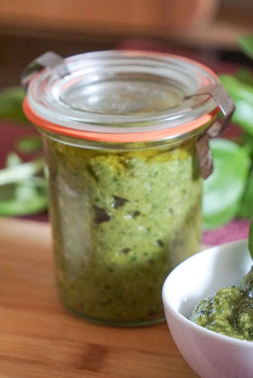 Weckglas mit einfachem Pesto verde